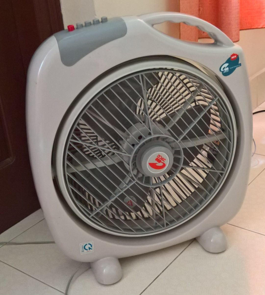 floor fan keeps air circulating
